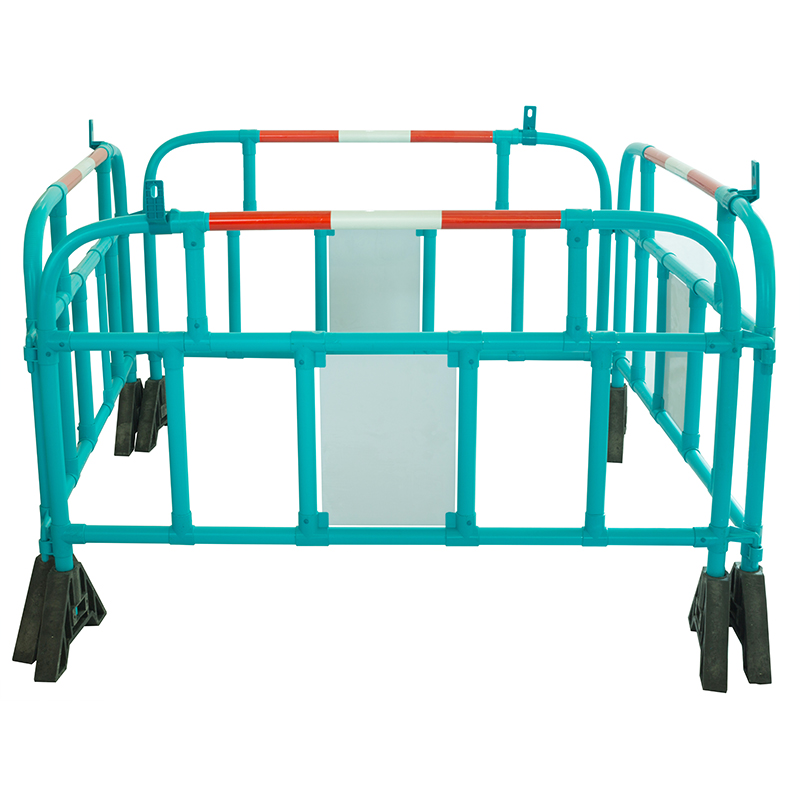 360 Degree Swiveled Feet Interlock One by One Reflective Sheeting 1500*1000 mm Road Plastic Barriers for safety